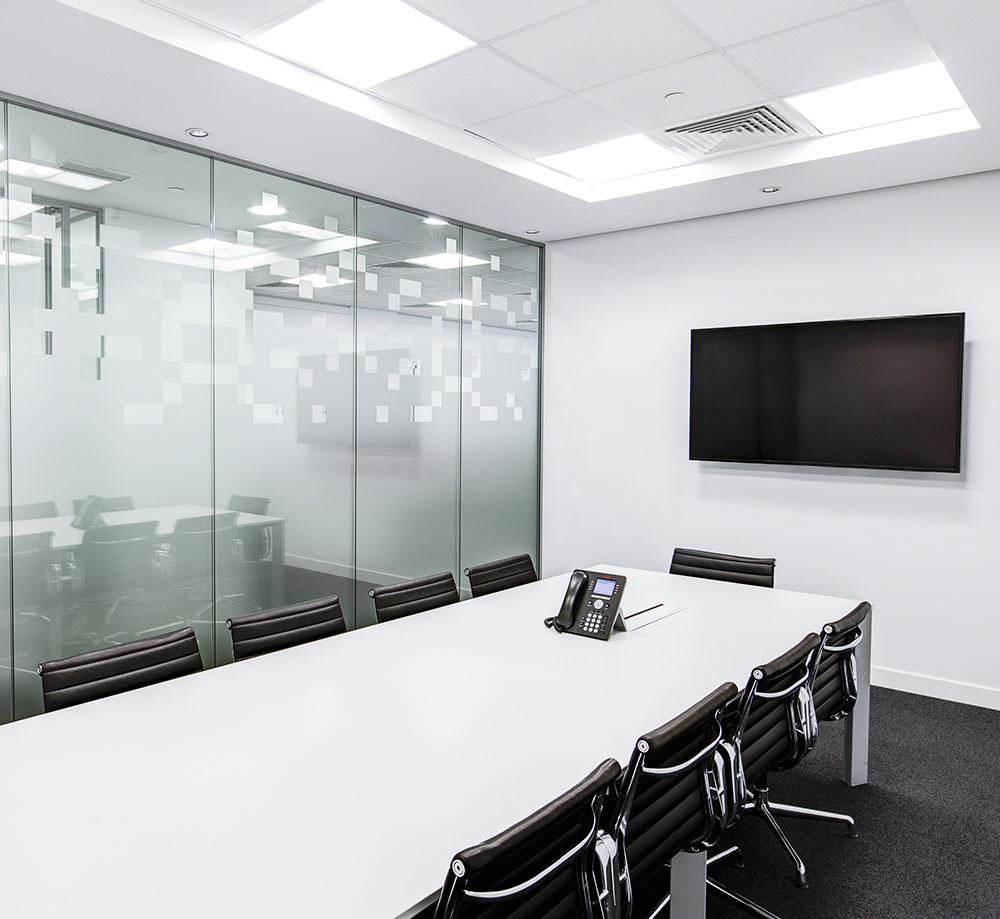 Installation standard téléphonique salle de réunion entreprise